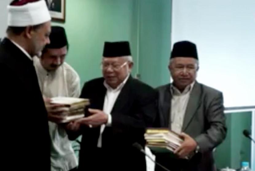 Grand Syekh Al-Azhar Prof Dr Ahmad Muhammad Ahmad Altayeb melakukan kunjungan ke Majelis Ulama Indonesia (MUI), Senin (22/2).