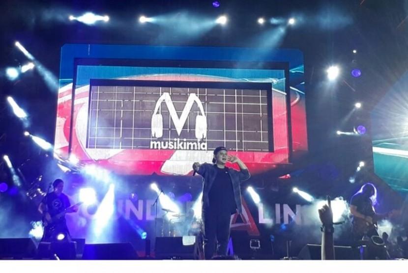 Grup band Musikimia tampil pada acara Soundrenaline 2017 di Garuda Wisnu Kencana (GWK), Bali, Ahad (10/9).