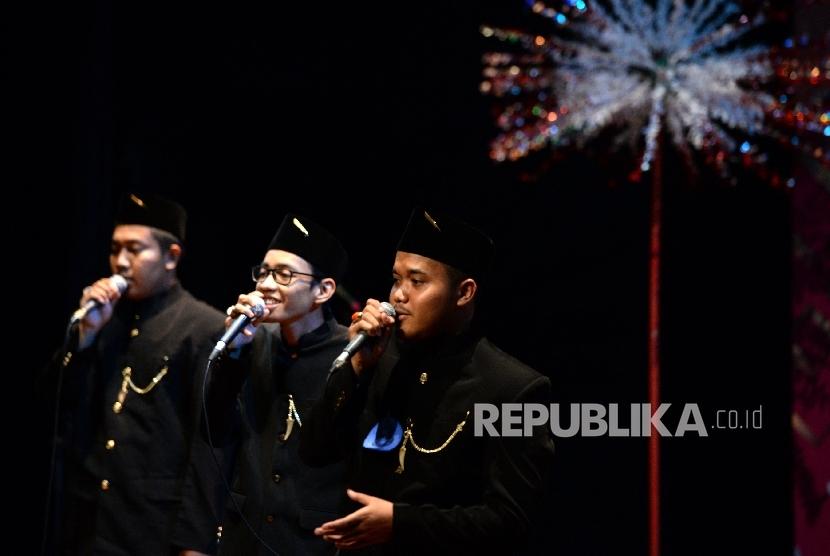 Grup Nasyid tampil saat Lomba Kesenian Nuansa Religi di Teater Kecil Taman Ismail Marzuki, Jakarta, Senin (9/10).