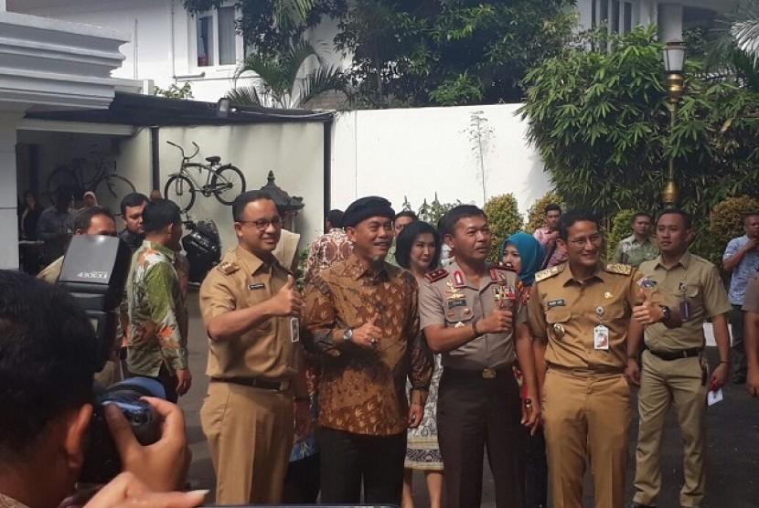 Gubernur Anies Baswedan dan Wagub Sandiaga Uno bertemu Ketua DPRD DKI Prasetyo Edi Marsudi, Senin (6/11)