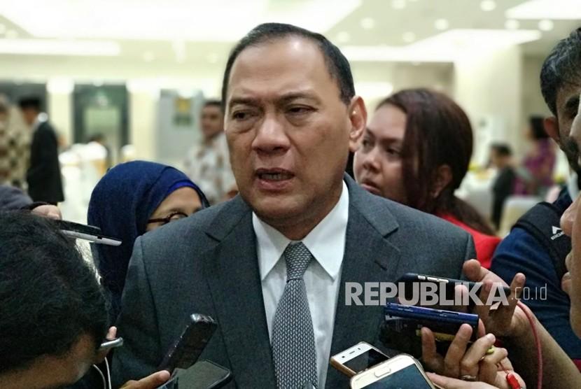 Gubernur Bank Indonesia (BI) Agus DW Martowardojo memberikan pernyataan usai pelantikan jabatan baru Dody Budi Waluyo sebagai Deputi Gubernur BI di Gedung Mahkamah Agung, Rabu (18/4).