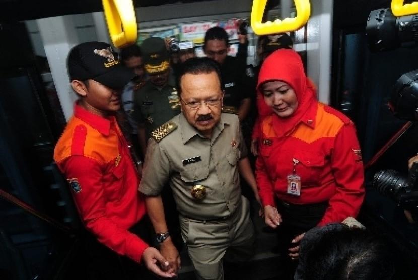 Gubernur DKI Jakarta Fauzi Bowo saat peluncuran layanan bus TransJakarta Koridor XI.