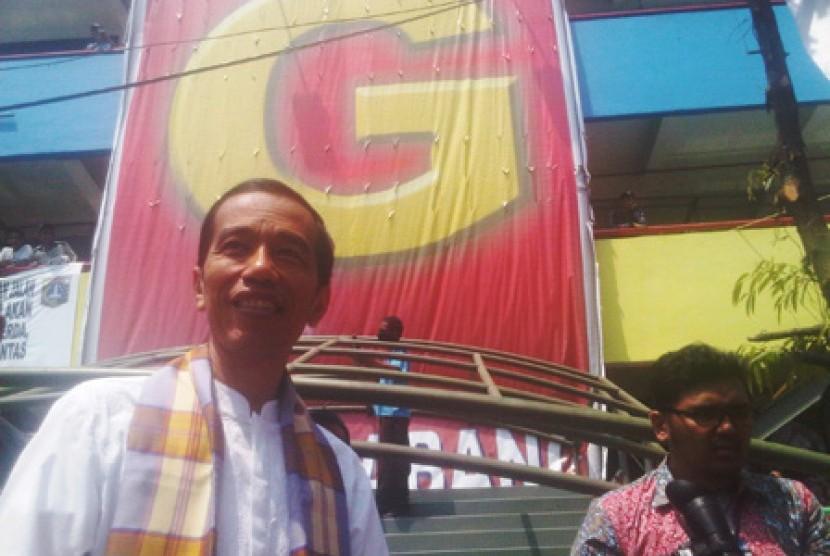 Gubernur DKI Jakarta Joko Widodo di Blok G Pasar Tanah Abang, Jakarta.