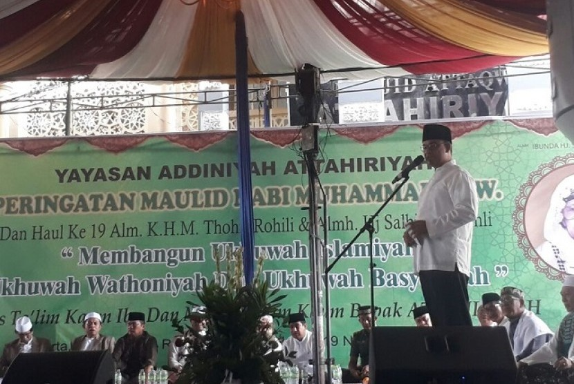 Gubernur DKI Jakarta menghadiri peringatan Maulid Nabi Muhammad SAW di Masjid At-Taqwa, Tebet, Jaksel, Ahad (19/11)