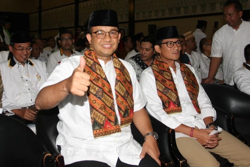 Gubernur DKI Jakarta terpilih Anies Baswedan (kiri) dan Wakil Gubernur DKI Jakarta terpilih Sandiaga Uno (kanan)