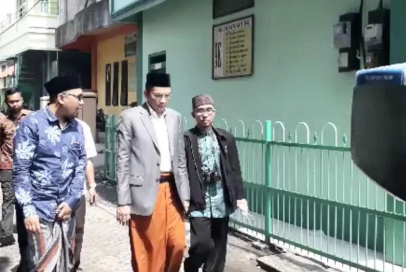 Gubernur NTB TGB Muhammad Zainul Majdi (kedua-kanan)