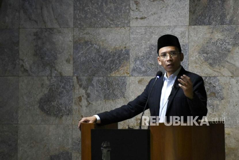 Gubernur NTB TGH Muhammad Zainul Majdi atau Tuan Guru Bajang (TGB) mengisi kajian shubuh bertajuk Wasatiyah dan Fenomena dan Dakwah Islamiyah di Indonesia di di Masjid Istiqamah, Bandung, Jumat (16/3).