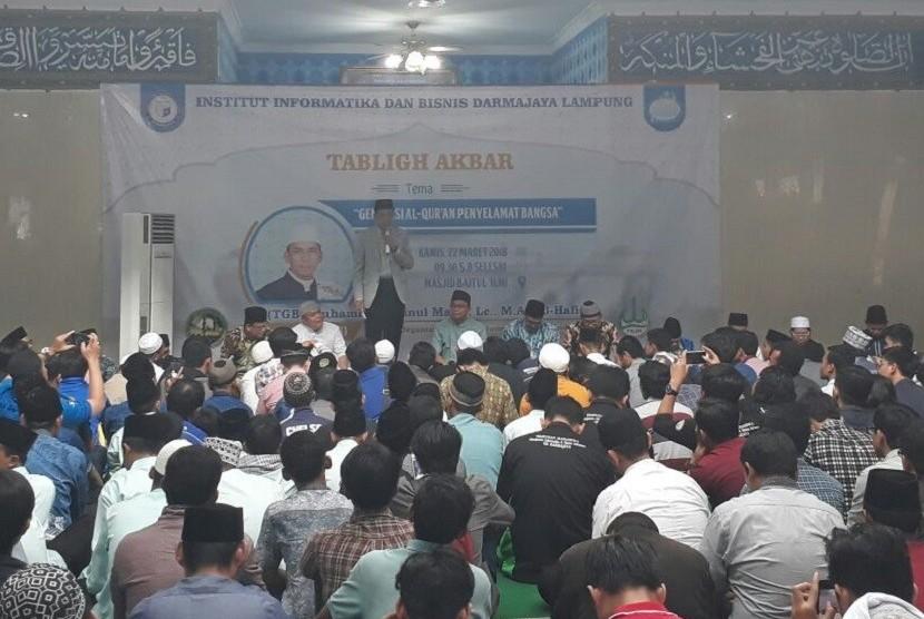 Gubernur NTB TGH Muhammad Zainul Majdi atau Tuan Guru Bajang (TGB) menyampaikan tabligh akbar bertajuk