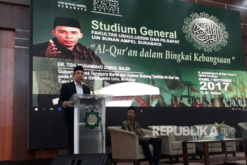 Gubernur NTB, TGH Muhammad Zainul Majdi, memberikan materi bertema Alquran Dalam Bingkai Kebangsaan dalam Stadium General di Universitas Islam Negeri Sunan Ampel (UINSA) Surabaya, Kamis (7/9).