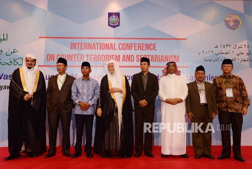 Penutupan Konferensi Ulama Internasional yang diadakan di Senggigi, Nusa Tenggara Barat, Senin (1/8).  (Republika/ Raisan Al Farisi)