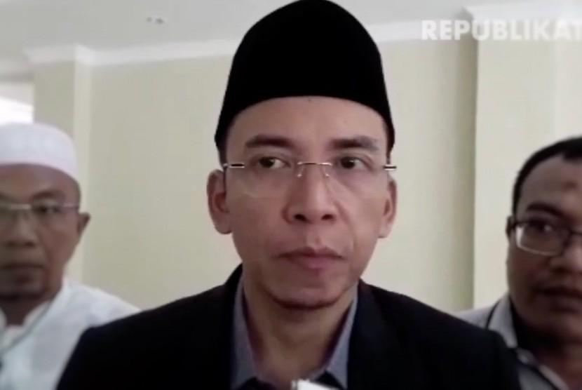 Gubernur Nusa Tenggara Barat (NTB) TGH Muhammad Zainul Majdi atau Tuan Guru Bajang (tengah)