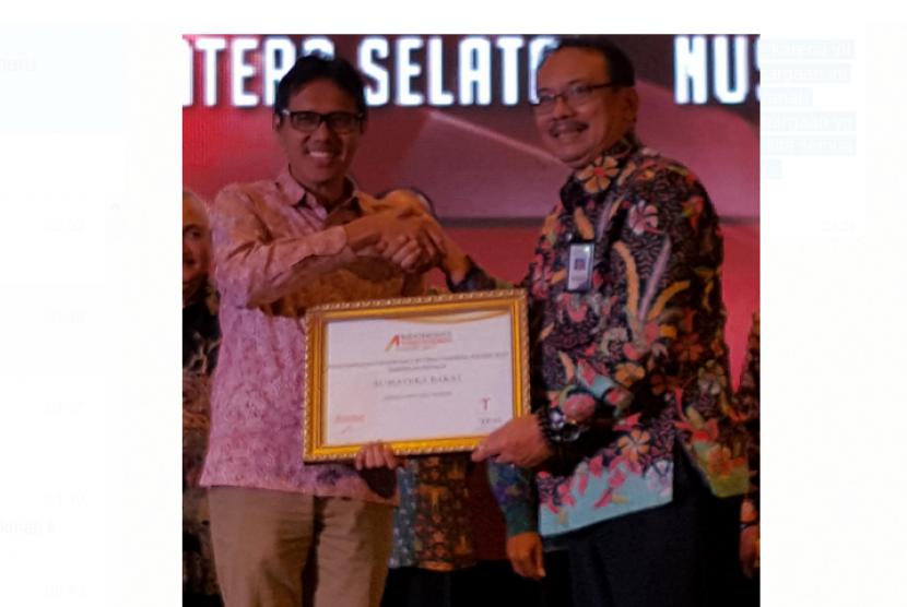 Gubernur Sumatera Barat (Sumbar) Irwan Prayitno, bertempat di Ballroom Westin Hotel Jakarta, Jumat (29/9), dianugerahi award dalam ajang Indonesia Attractiveness Award 2017.