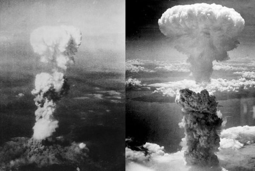 Gumpalan awan akibat pemboman di Hiroshima (kiri) dan Nagasaki (kanan)