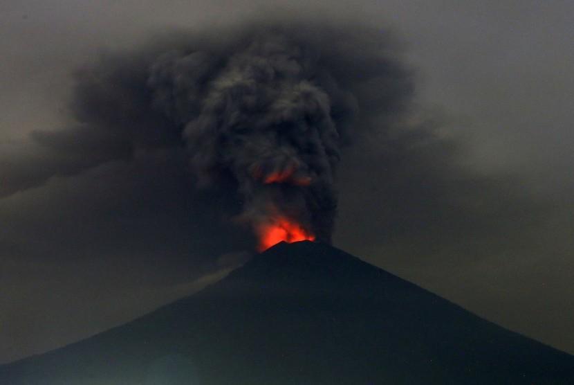 PVMBG Kirim Sample Vulkanis Gunung Agung ke Yogyakarta