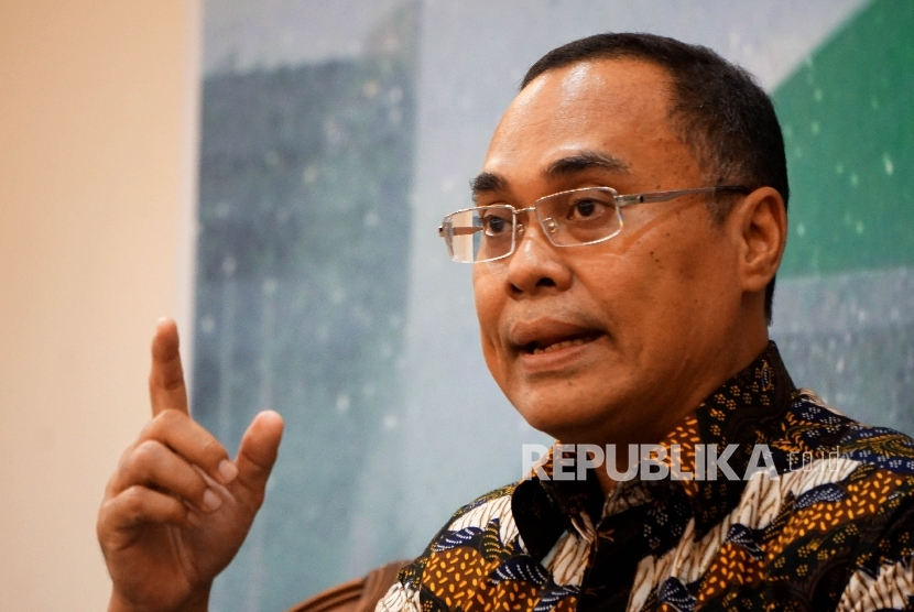 Guru Besar Hukum Internasional UI Prof Hikmahanto Juwana saat menjadi pembicara dalam Forum Diskusi Legislasi di Media Center, DPR RI, Senayan, Jakarta, Selasa (23/8).