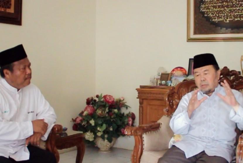 Guru Besar IPB, Prof. Didin Hafidhudin (kanan) bersama wartawan Republika, Damanhuri Zuhri (kiri)