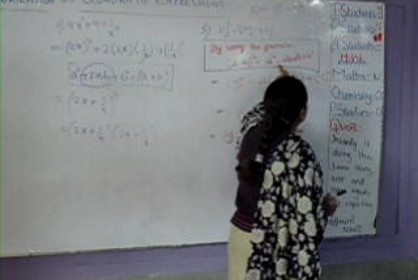 Guru Muslim Inggris Harus Melepas Jilbab Saat Mengajar