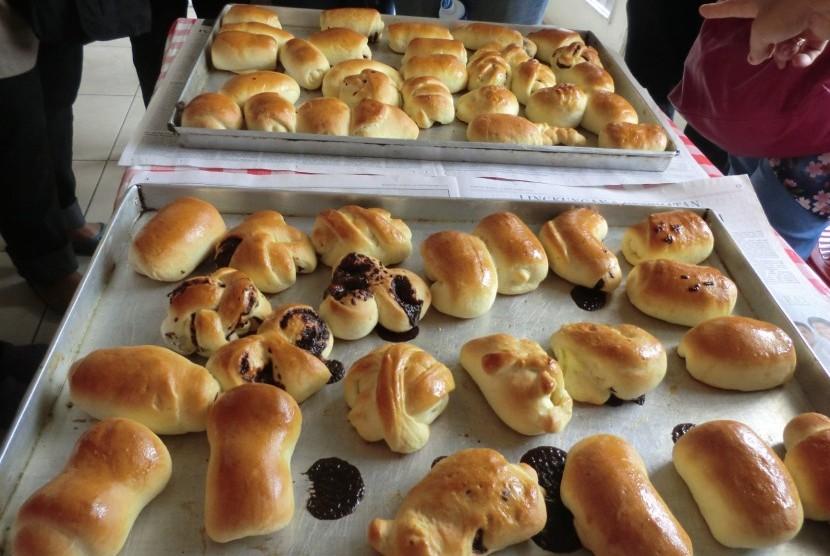 Event Normal is Boring Culinary Tour bersama komunitas Love Our Heritage (LOH) ke pabrik Toko Roti Tan Ek Tjoan pada hari Sabtu, 13 Oktober 2012.