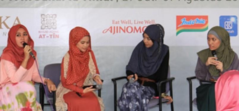 Hijabres Community dari (kiri ke kanan) Dian Pelangi, Ghaidah Tsuraya, dan Fitri Aulia