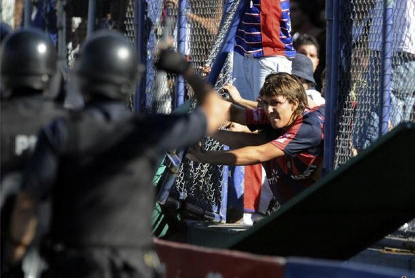 Hooligans (ilustrasi)
