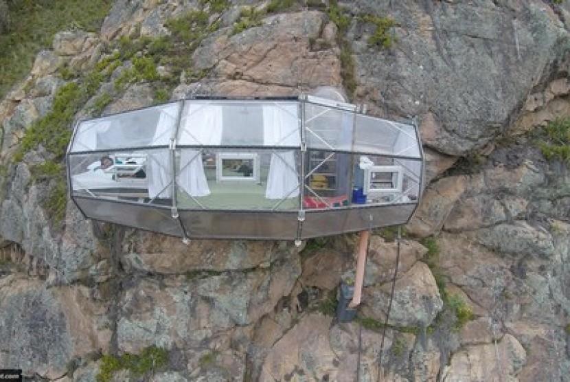 Hotel dengan konsep tergantung di pegunungan Andes, Peru.