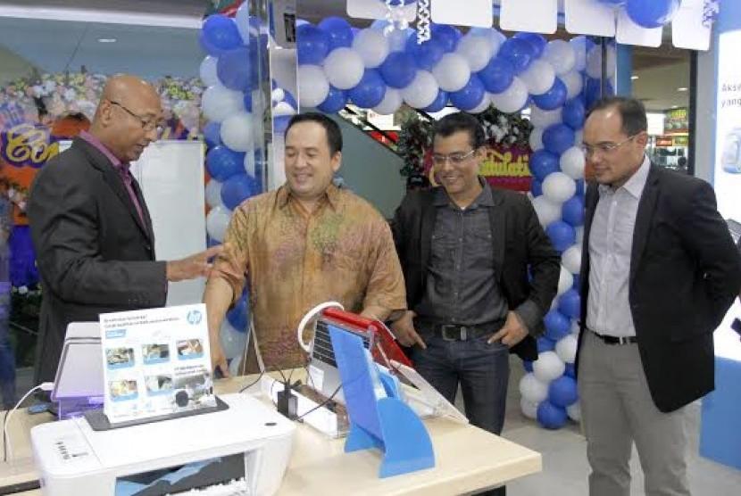 HP Store Grand Opening
