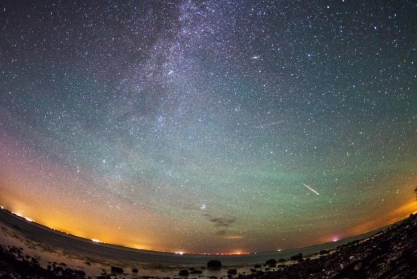 Hujan meteor Perseid tampak dii langit Jerman pada 13 Agustus 2015.