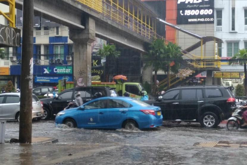 Hujan Deras, Jalan Margonda Tergenang