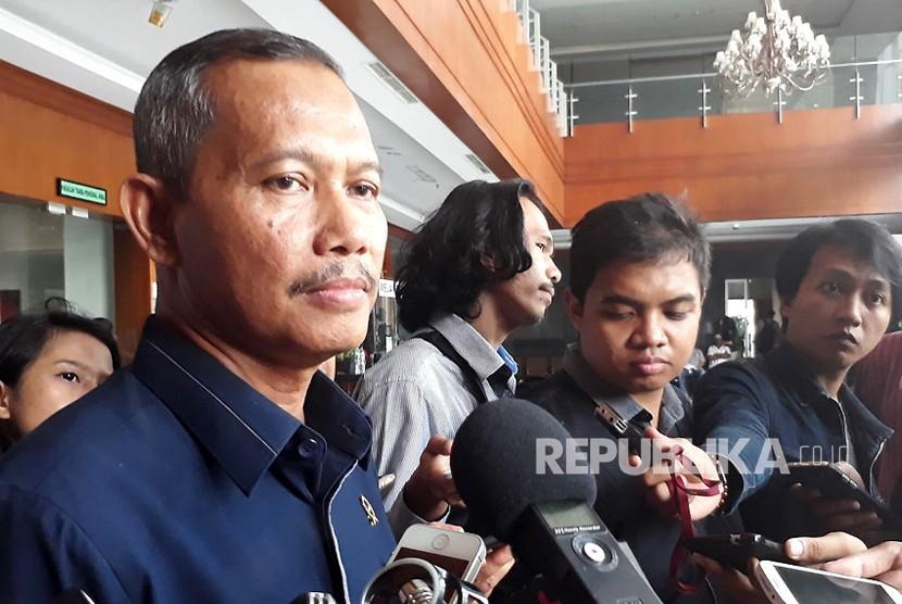 Humas Pengadilan Negeri Tipikor Jakarta, Ibnu Basuki Widodo memberikan keterangan penetapan majelis hakim untuk persidangan Ketua DPR RI Setya Novanto di Pengadilan Negeri Tipikor Jakarta, Kamis (7/12).
