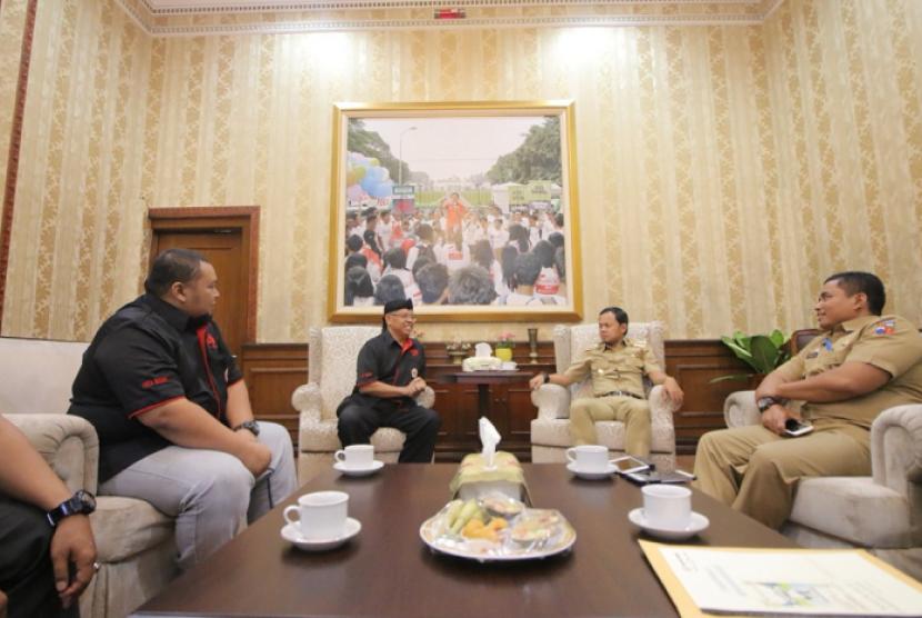 Ikatan Pencak SIlat Indonesia (IPSI) Kota Bogor tengah melakukan audiensi acara Silat Championshiop Series ke Wali Kota Bogor, Bima Arya, di Balaikota Bogor, Selasa (9/1).
