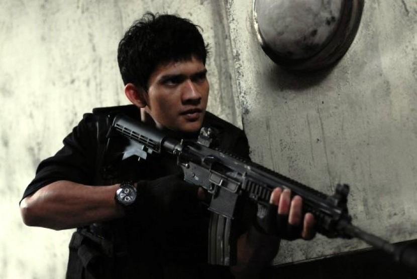 Iko Uwais dalam salah satu adegan di film The Raid