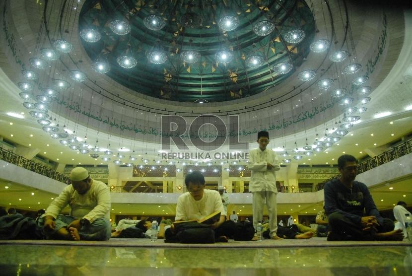Iktikaf di masjid At Tin, Jakarta Timur