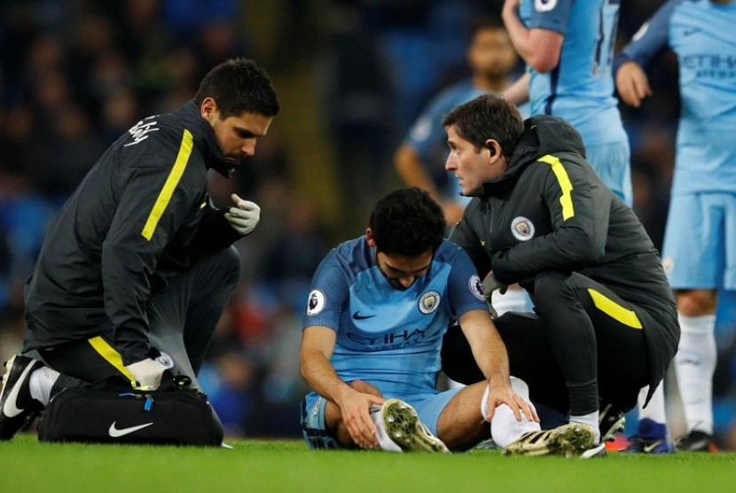 Ilkay Guendogan saat diperiksa tim medis Manchester City.