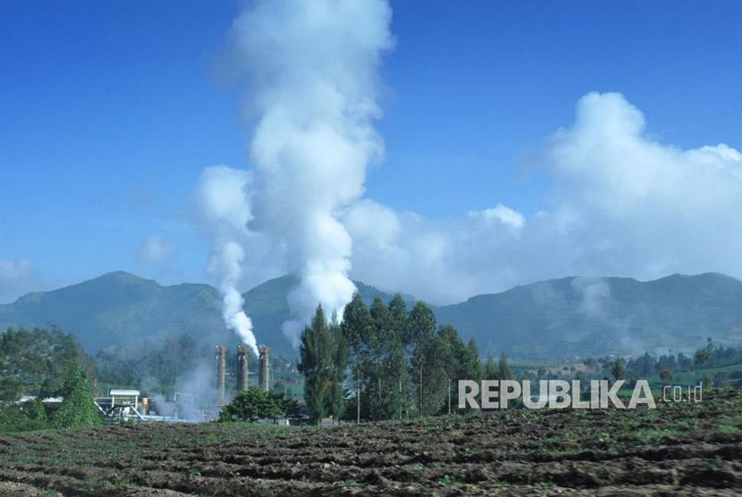 Ilustrasi: Instalasi pemanfaatan panas bumi untuk prmbangkit listrik, di Dataran Tinggi Dieng, Kecamatan Banjarnegara, Jawa Tengah.
