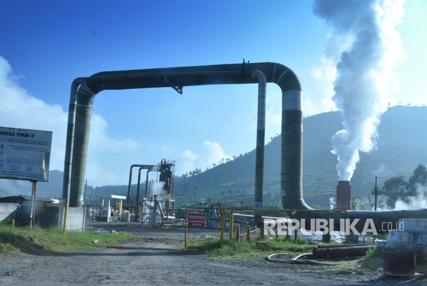 Ilustrasi: Instalasi pemanfaatan panas bumi untuk prmbangkit listrik.