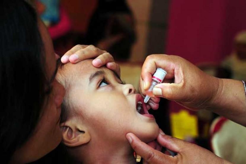 Imunisasi polio dan campak pada balita (Ilustrasi)