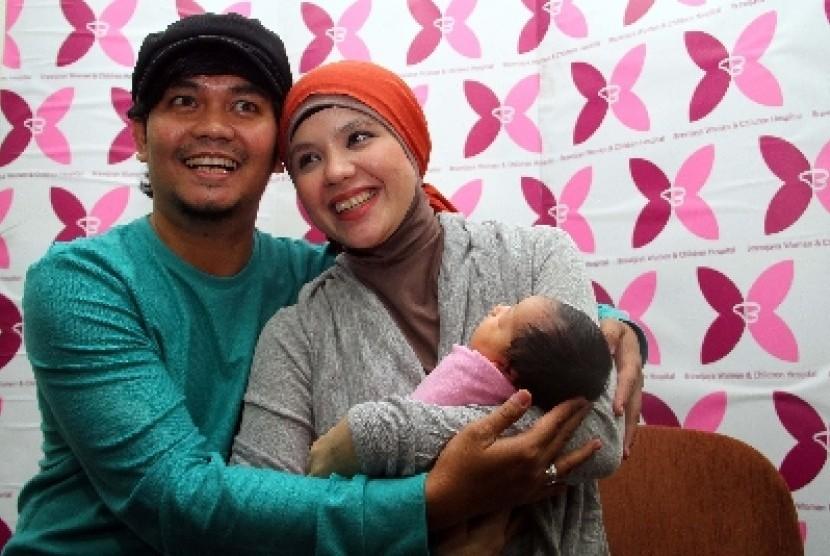 Indra Bekti dan istrinya Aldilla Jelita