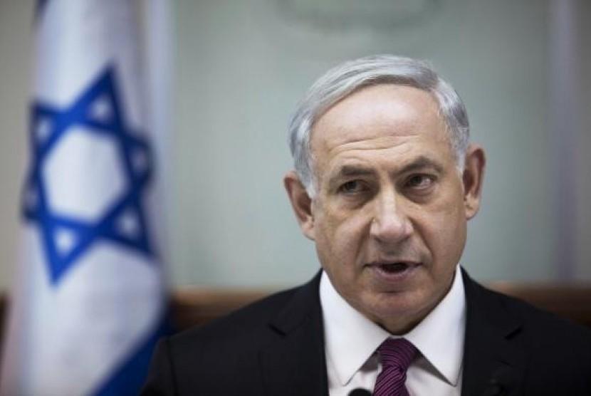 Israel's Prime Minister Benjamin Netanyahu attends the weekly cabinet meeting in Jerusalem October 26, 2014.