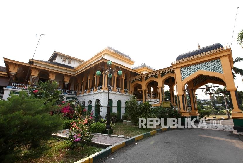 Istana Maimun yang merupakan salah satu ikon Kota Medan, Sumatera Utara, Kamis (28/4).Republika/Rakhmawaty La'lang