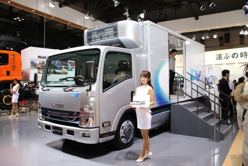 Isuzu mini truk listrik. Ilustrasi