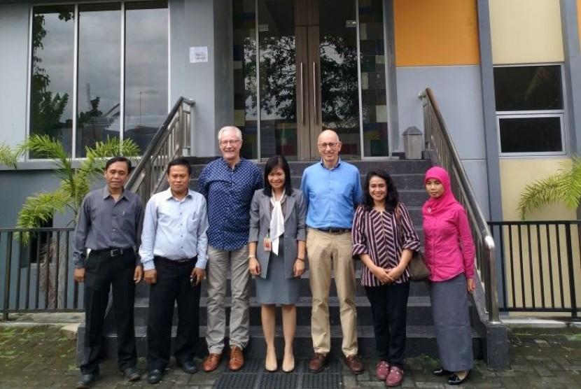 Jajaran Pimpinan AKPAR BSI Yogyakarta bersama delelagi PUM Belanda.