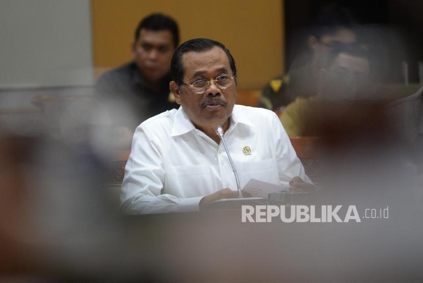 Jaksa Agung Republik Indonesia H. M. Prasetyo mengikuti rapat kerja bersama Komisi III DPR RI di Gedung Nusantara II, Kompleks Parlemen Senayan, Jakarta Pusat, Senin (11/9).