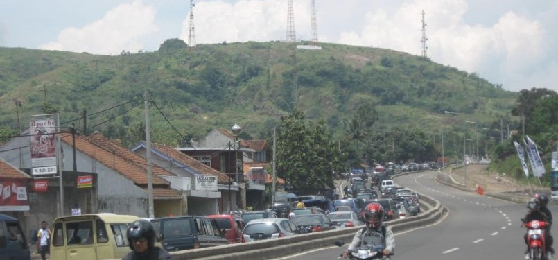 Jalan lingkar Nagrek arah Garut-Tasik menuju Bandung.