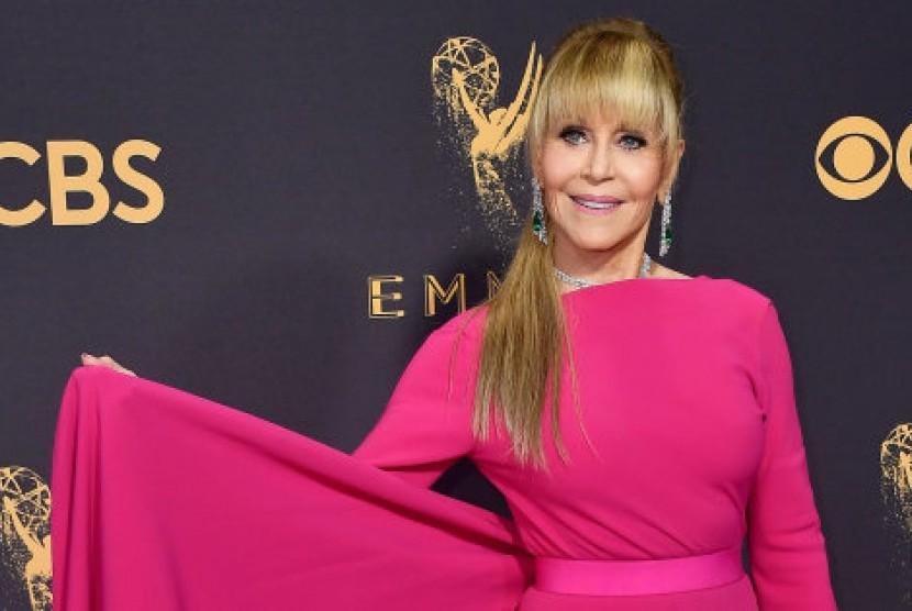 Wow, Ini Harga Kalung Jane Fonda di Emmy Awards