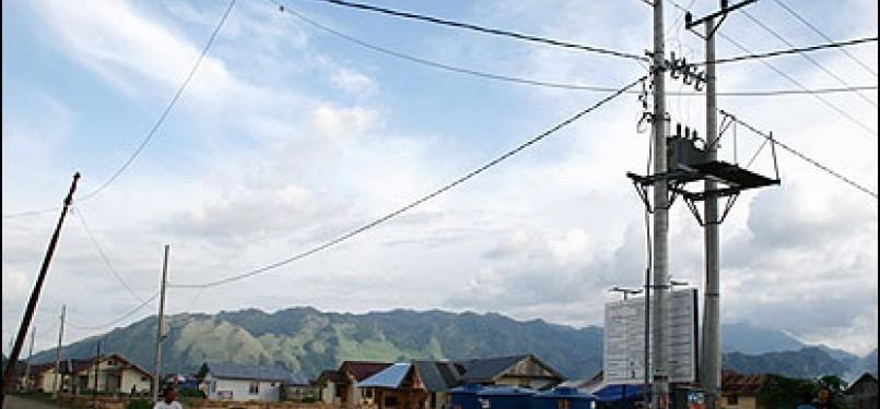 Jaringan listrik PLN (ilustrasi)