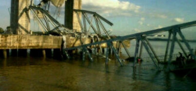 Jembatan Kukar ambruk