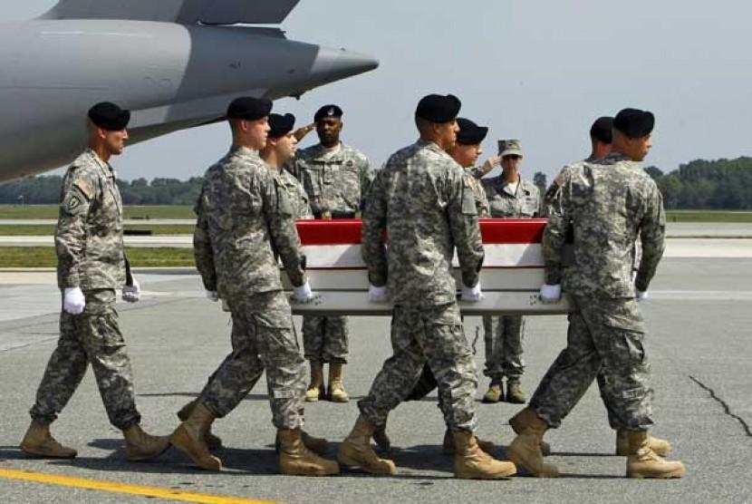 Jenazah tentara AS yang tewas di Afghanistan tiba di Pangkalan Udara Dover, Amerika Serikat, Rabu (22/8).