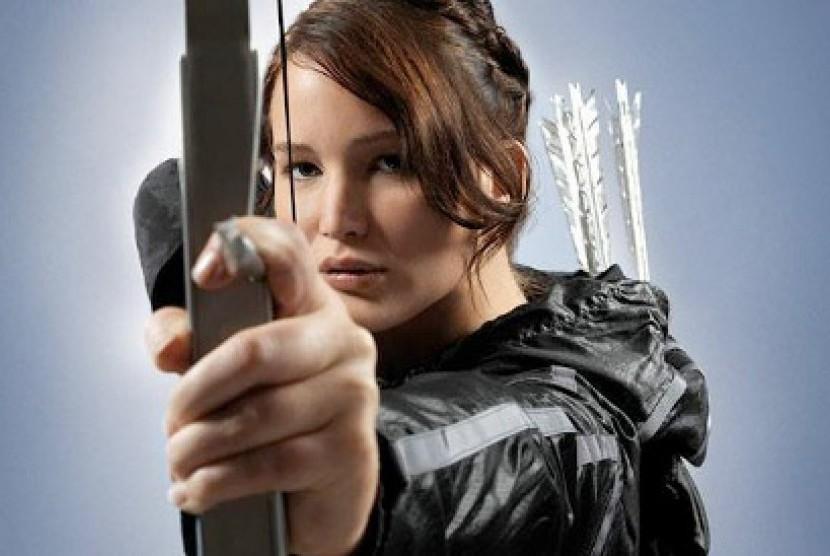Jennifer Lawrence sebagai Katniss Everdeen dalam sekuel The Hunger Games, --Catching Fire--