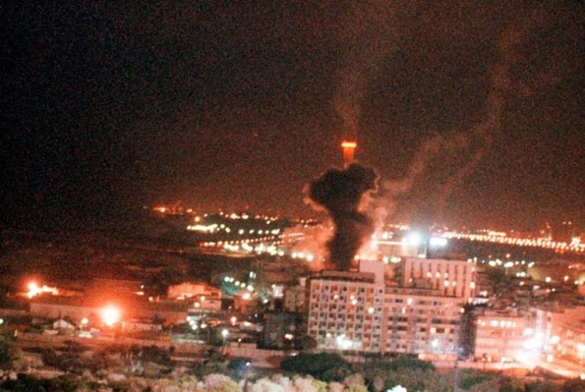 Jerman, menurut Spiegel, selalu menganggap dirinya bertanggung jawab moral memastikan keberlangsungan hidup Israel. Terlihat asap di atas kota Tel Aviv setelah kota itu dihantam oleh rudak Irak, Scud, awal 1991 tepat permulaan Perang Teluk