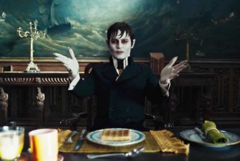 Johnny Depp dalam salah satu adegan di film Dark Shadows